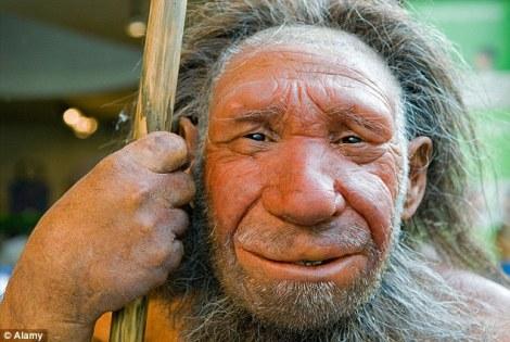 Eski insan türlerinin dünya üzerinde yaptıkları göçler sonucu DNA'larını kaybettikleri ve popülasyonlarının kısıtlandığı düşünülüyor. Bir tanesi yukarıda gösterilen Neanderthaller ve Denisovanlar DNA'larında şu an insan genomlarında olmayan 104.000'e yakın baz çiftine sahipti.